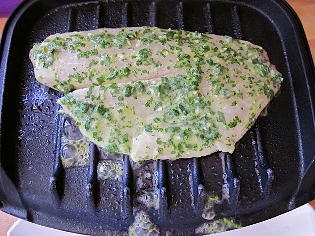 5 fish in grill