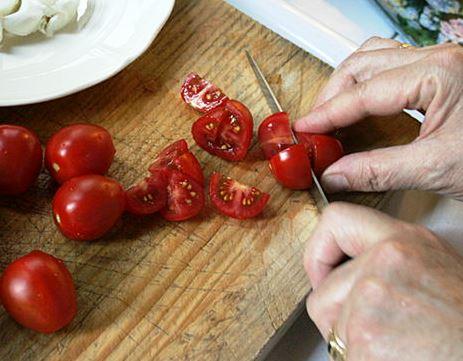 carpaccio-primavera-step-6-cut-tomatoes