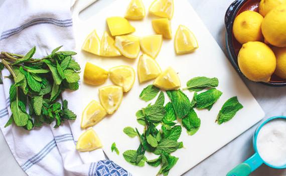 Mediterranean-Mint-Lemonade-Recipe-1