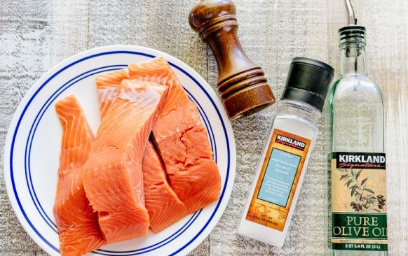 Baked-Salmon-with-Lemon-Cream-Sauce-600x400